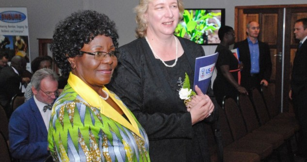 Minister-Nyoni-and-Mission-Director-Melissa-Williams-633x335